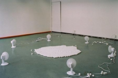 Sex fläktar och tusen pingisbollar.